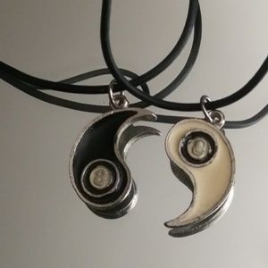 Jewelry - Yin Yang friendship couple pendant a soft string ❤
